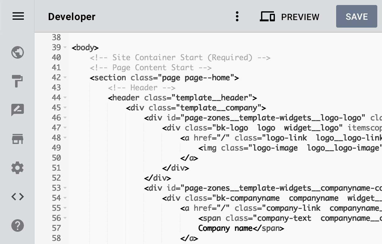 Entwicklermodus im Designer Homepage-Baukasten, darauf sind HTML-Zeilen zu sehen.